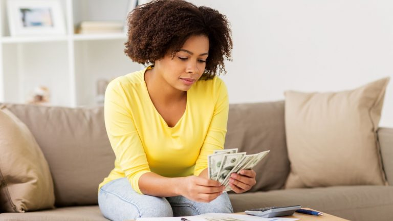 How to break the paycheck-to-paycheck cycle in 8 steps